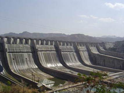 Ukai Dam, Tapi District